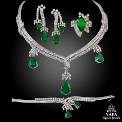 18k Gold Diamond, Pear Shape Emerald Necklace Suite