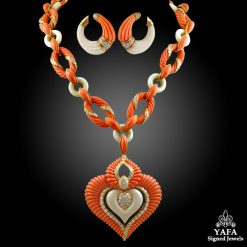 VAN CLEEF & ARPELS Diamond,Coral Necklace Suite