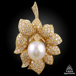 VAN CLEEF & ARPELS Diamond,Pearl Flower Brooch