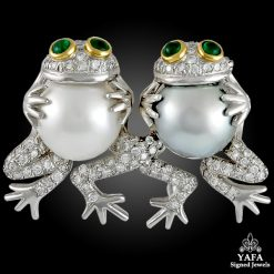 Vintage Diamond Emerald Frog Brooch