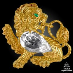 DAVID WEBB Kingdom Lion Rock Crystal Emerald Brooch