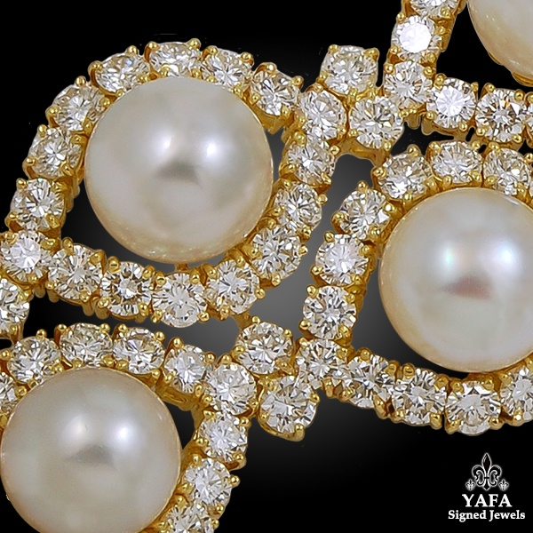 VAN CLEEF & ARPELS Twelve Button-Shaped Pearls & Diamond Bracelet