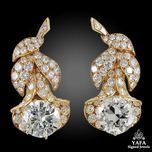 VAN CLEEF & ARPELS Diamond Clochette Brooch and Ear Clips
